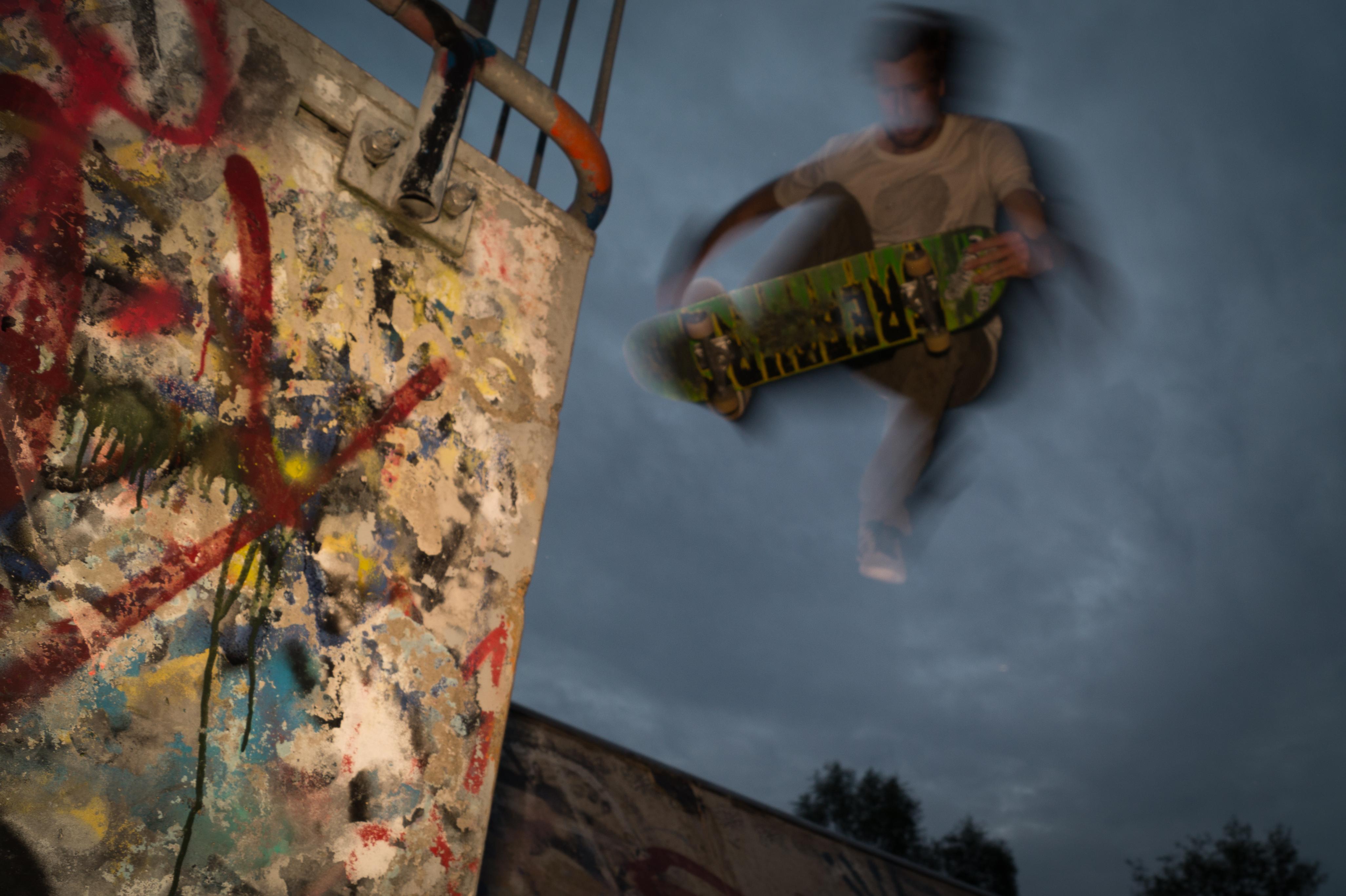 Skateboard-jump-free-license-CCo